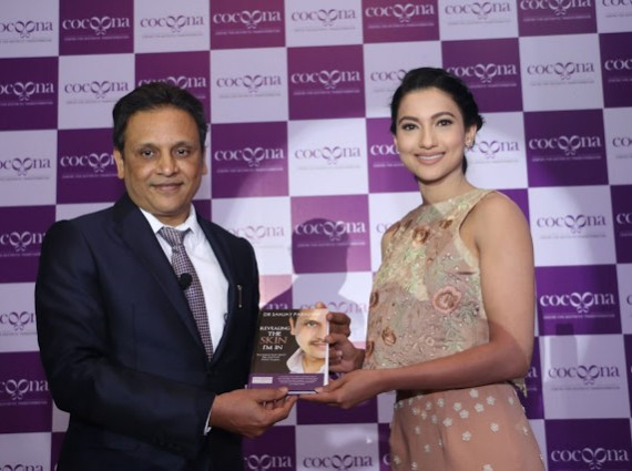 Dr. Sanjay Parashar presenting his book to Gauahar Khan during the brand launch here in Delhi today-min